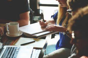 Au sein du monde des Junior-Entreprises, une étude est régie par différents documents et étapes qui doivent être respectées. Nous appelons cela le suivi d'étude.